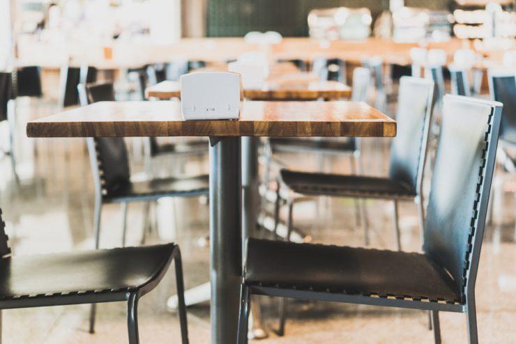 stoelen en tafels